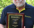 Bob W9KNI recebe a placa do CQ DX Marathon